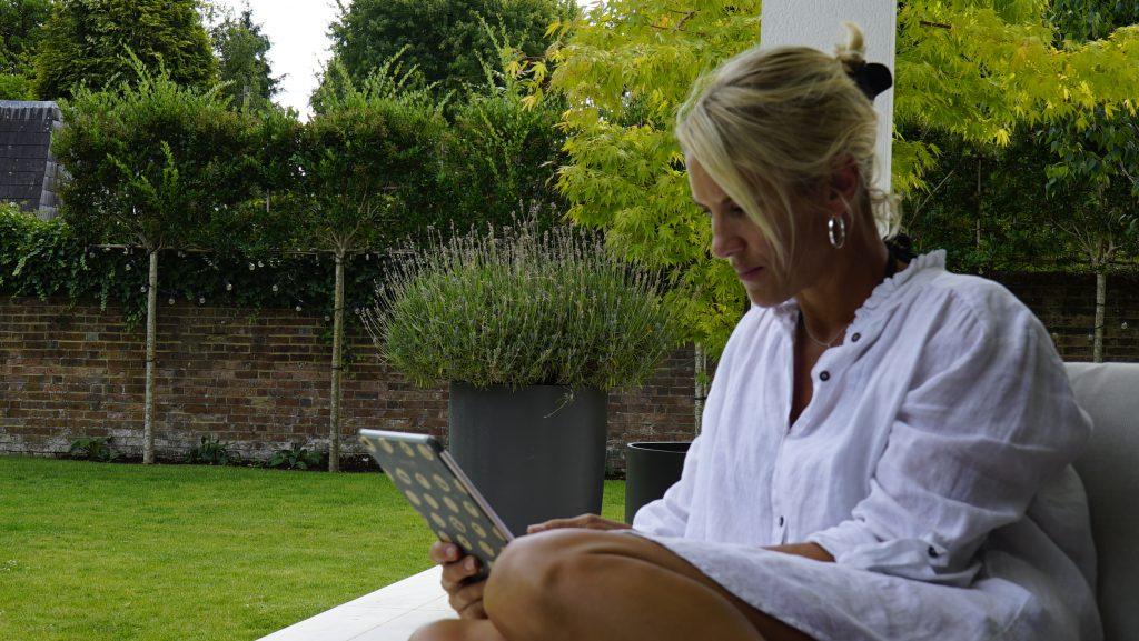 Emma Tellet reading